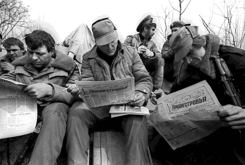В 1988 году, во время перестройки, в Молдавии активизировались националистические организации, часто выступающие с антисоветскими и антирусскими лозунгами. Формировался «Народный фронт Молдовы» и организация, призывающая к присоединению к Румынии