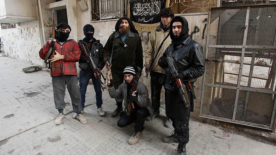 Именно в «Джебхат ан-Нусра», по данным сирийских силовиков, вливаются добровольцы не только из стран арабского Востока, но и из европейских государств, в том числе России