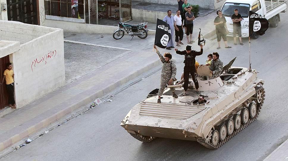 Сирийские спецслужбы объясняют привлекательность ИГ для молодых мусульман так: лидеры террористов события в Сирии преподносят как исламскую проблему, подкрепляя свои заявления цитатами из священных книг — хадисами