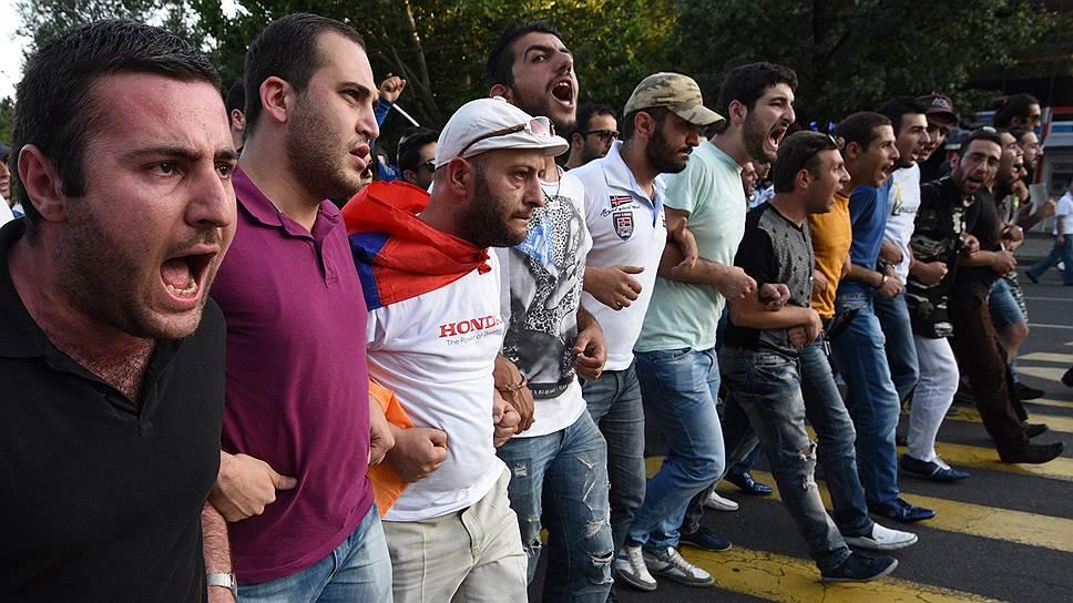 Армянская оппозиция протестует против роста тарифов