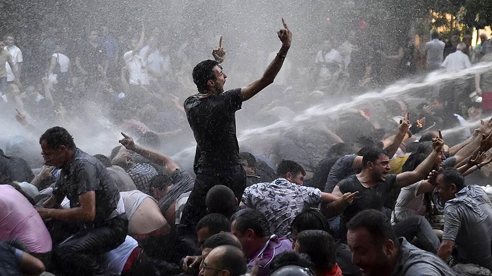 Полиция Еревана разогнала акцию протеста против повышения тарифов