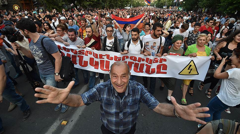 Власти и оппозиция в Армении расходятся в показаниях счетчиков