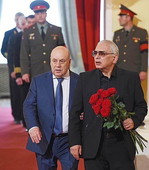 Генеральный директор киноконцерна «Мосфильм», режиссер Карен Шахназаров (справа)