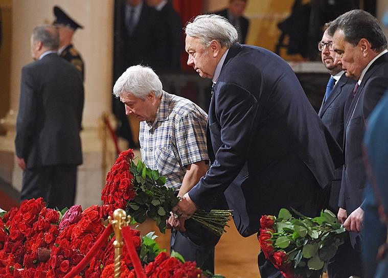 Президент Российской академии наук Владимир Фортов (в центре)