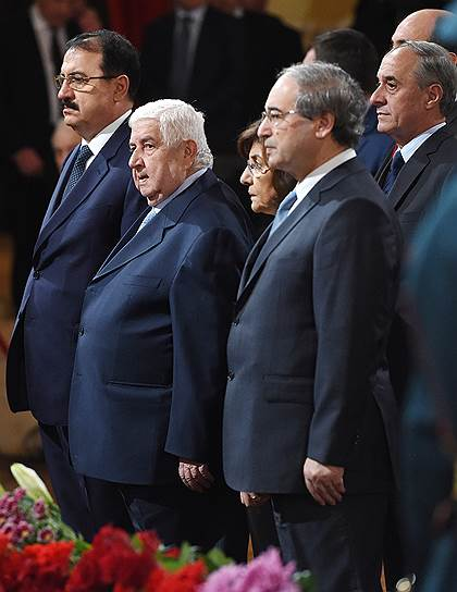 Министр иностранных дел Сирии Валид Муаллем (второй слева)