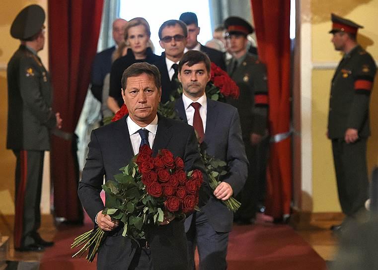 Первый заместитель председателя Государственной думы (ГД) России Александр Жуков (слева) и заместитель председателя ГД Сергей Железняк