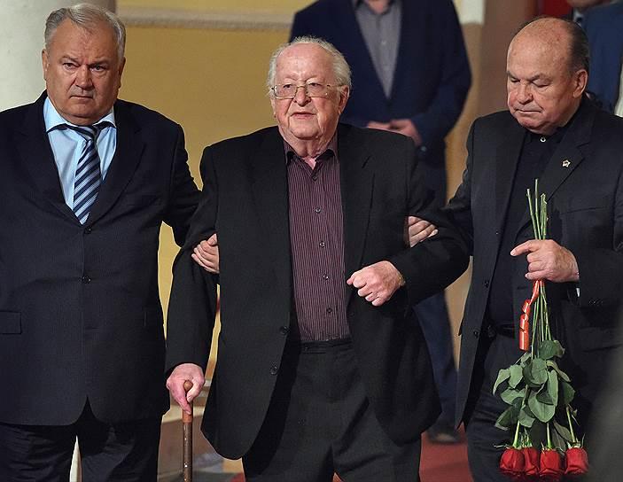Бывший глава Центробанка Виктор Геращенко (в центре)