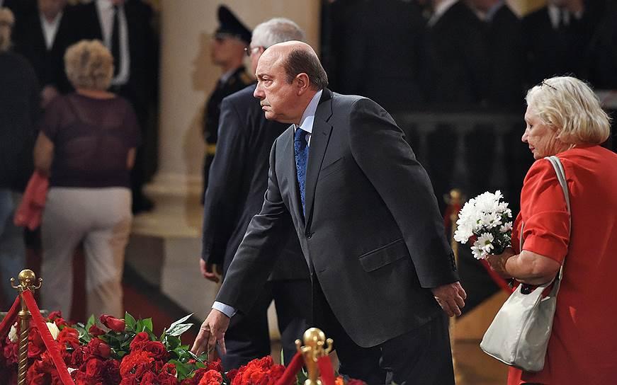 Президент Российского совета по международным делам Игорь Иванов(в центре)