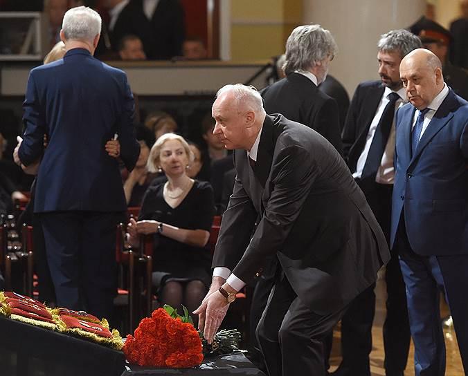 Председатель Следственного комитета России Александр Бастрыкин (в центре)