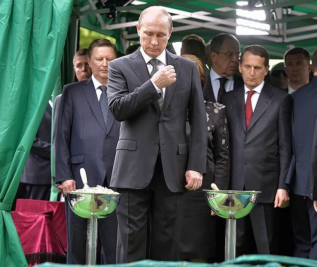 Слева направо: руководитель администрации президента РФ Сергей Иванов, президент России Владимир Путин и председатель Госдумы Сергей Нарышкин
