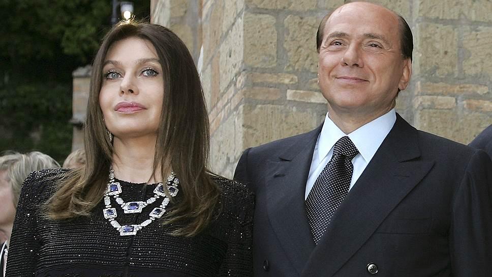В 1990 году Сильвио Берлускони женился на актрисе Веронике Ларио, с которой до брака был знаком десять лет. У Берлускони и Ларио трое детей — дочери Барбара, Элеонора и сын Луиджи. Супруга подала на развод в 2009 году, когда политик, занимавший в то время пост премьер-министра Италии, оказался замешанным в громком скандале из-за своей связи с несовершеннолетней марокканкой Каримой аль-Маруг (Руби). Суд обязал Берлускони выплачивать своей бывшей жене алименты в размере €1,4 млн в месяц