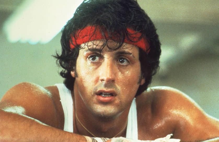 «Всю свою жизнь я тренировался, но как бы ты ни был умен, тебе нужен тренер. Ты должен ходить в спортзал, чтобы тебя оценивали и тобой руководили» <br>Всемирная известность пришла к актеру в 1976 году. После нескольких мелких ролей Сталлоне принялся писать сценарии. Его история про боксера Рокки Бальбоа понравилась продюсерам, однако актер продал его с условием, что главная роль будет за ним