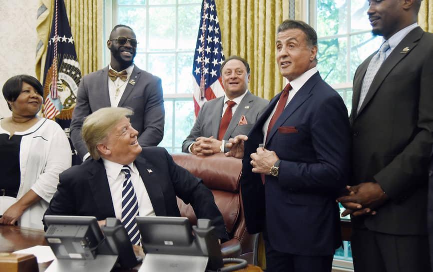 В декабре 2016 года избранный президент США Дональд Трамп предложил Сильвестру Сталлоне пост председателя Национального фонда искусств и гуманитарных наук. Однако актер отказался от этой должности