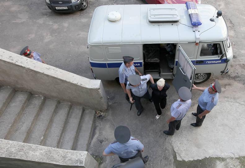 Господин Ивашов, по данным СКР, проверял «Булгарию» в июне 2011 года, но, несмотря на плачевное состояние  судна, дал разрешение на его использование для перевозки людей. Фирма госпожи Инякиной выступала субарендатором «Булгарии». По мнению следствия, у «Аргоречтура» отсутствовала лицензия на перевозку пассажиров. Таким образом, фирма госпожи Инякиной оказывала услуги, не отвечающие требованиям безопасности