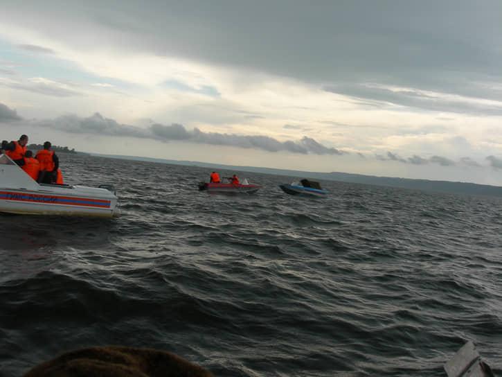На месте затопления теплохода было спасено 79 человек. Как свидетельствовали очевидцы, люди, потерпевшие крушение, пытались добраться до плотов, спасательных кругов, спастись с помощью других подручных средств. Спасшиеся пассажиры утверждали, что «Булгария» затонула чрезвычайно быстро — буквально за три минуты. По их словам, перед тем, как пойти на дно, теплоход завалился на правый бок