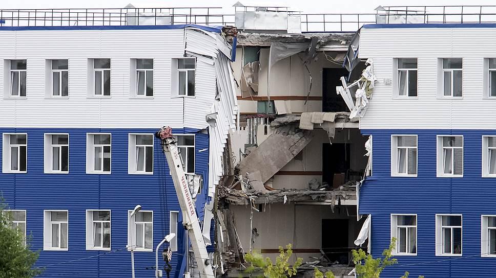 Обрушение казармы в Омской области произошло из-за халатности