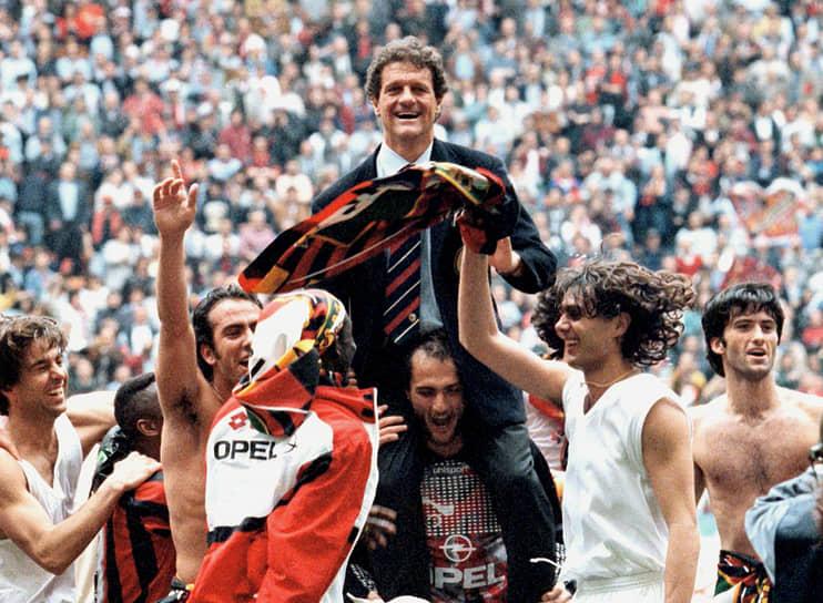 Тренерскую карьеру Фабио Капелло начал в 1987 году в «Милане», заменив в последних шести играх сезона уволенного Нильса Лидхольма. Два матча из шести закончились победой, два — поражением, два — ничьей. После этого Капелло работал в административном аппарате клуба, а в 1991-1996 годы вновь возглавлял «Милан». Под его руководством команда стала чемпионом Италии (4 раза), победителем Суперкубка Италии (3), Лиги чемпионов (1), Суперкубка УЕФА (1). Клуб также провел беспроигрышную серию из 58 матчей c 19 мая 1991 года по 21 марта 1993 года