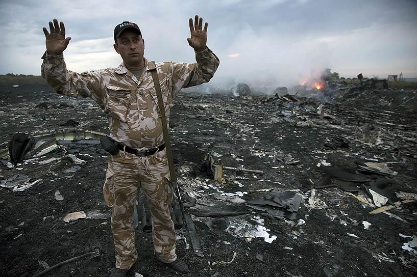 17 июля 2014 года пассажирский самолет Boeing 777 компании Malaysia Airlines, следовавший по маршруту Амстердам—Куала-Лумпур, потерпел крушение недалеко от Донецка, в 50 км от российской границы