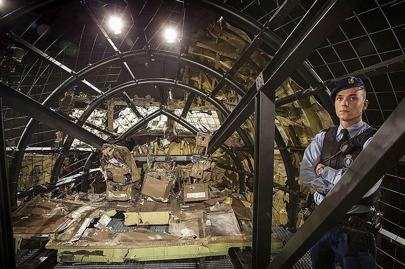 5 июня 2017 года группа Bellingcat обнародовала фотографию ЗРК «Бук», при помощи которого, предположительно, был сбит Boeing. Журналисты сочли фото подтверждением того, что «Бук» принадлежал российской 53-й зенитно-ракетной бригаде, дислоцированной в Курске. Эксперты группы утверждали, что сделанный в 2013 году снимок является последней фотографией ракетной установки перед ее передислокацией из России на Украину