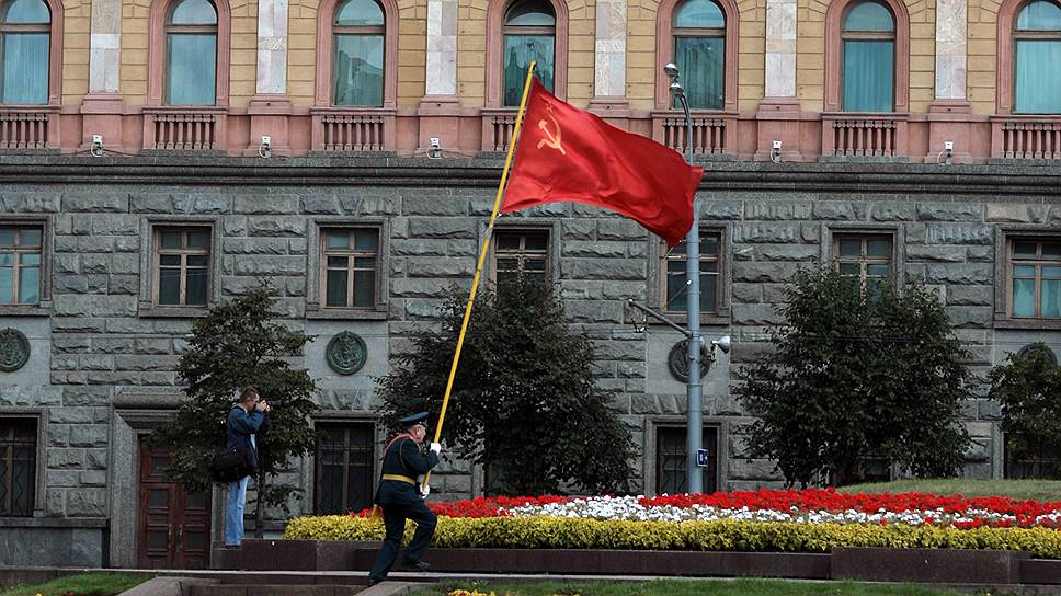Москвичи ценят памятники политически