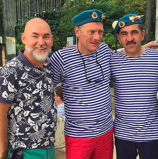В отличие от Сергея Кожевникова (слева) и Дмитрия Пескова (в центре) глава Ингушетии Юнус-бек Евкуров действительно служил в ВДВ