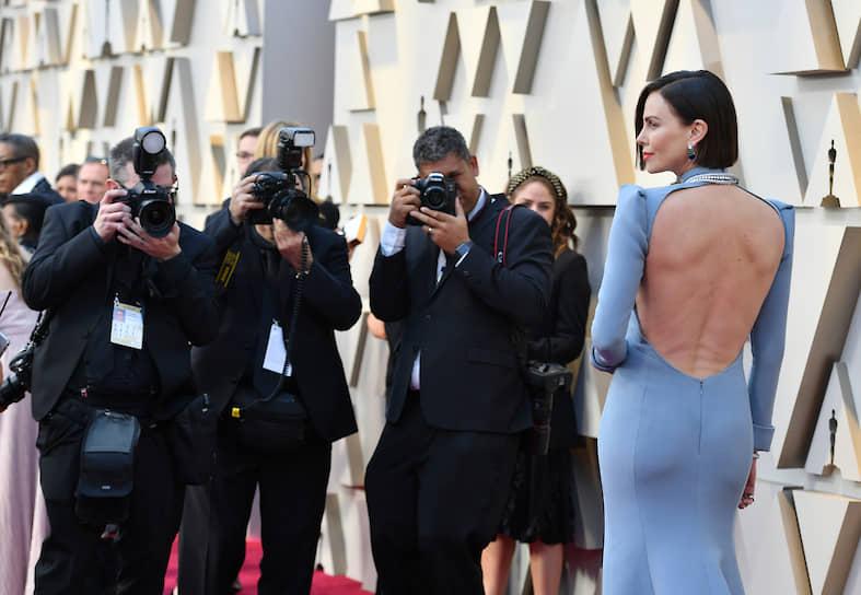 В 2019 году вышли картины «Та еще парочка» и «Семейка Адамс». Также актриса исполнила главную роль журналистки Мегин Келли в фильме Джея Роуча «Скандал», который рассказывает о нескольких сотрудницах телеканала Fox News, обвинивших в сексуальных домогательствах генерального директора. За эту роль Шарлиз Терон была удостоена номинаций на премии «Оскар», «BAFTA», «Золотой глобус» и награду Американской Гильдии киноактеров в категории «Лучшая актриса главной роли»