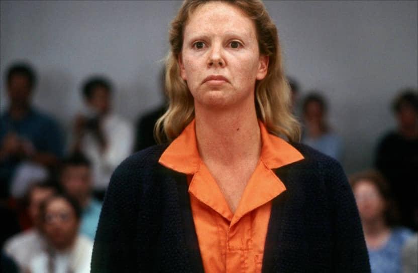 Вершиной кинокарьеры Шарлиз Терон стала роль в биографической драме «Монстр». Актриса очень правдоподобно воплотила образ серийной убийцы Эйлин Уорнос, для чего ей пришлось не только изучить историю своей героини, но также набрать 10 кг веса, изуродовать гримом свое лицо, который сделал ее неузнаваемой, а также надеть линзы