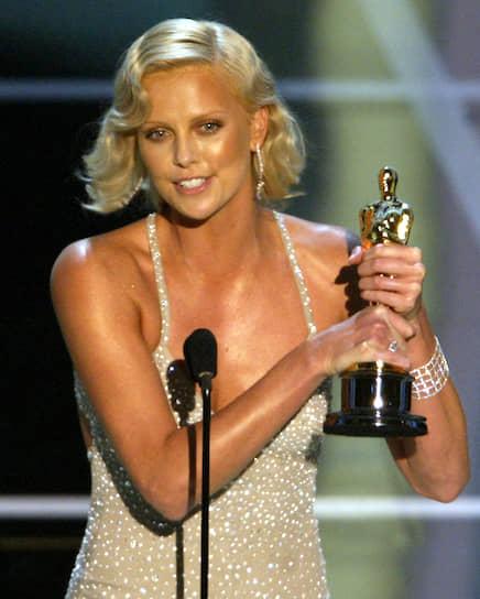 За роль в фильме «Монстр» Шарлиз Терон получила «Оскар», став первой африканкой, завоевавшей награду за лучшую женскую роль. Кроме того, в феврале 2004 года к списку наград прибавился еще и «Золотой глобус»