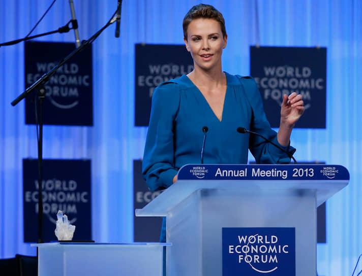 В 2008 году Шарлиз Терон стала послом мира ООН и отвечала за популяризацию деятельности ООН по борьбе с насилием в отношении женщин. Также актриса является основателем собственного благотворительного фонда, который занимается борьбой со СПИДом в Южной Африке