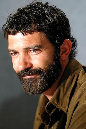 Антонио Бандерас пробовал себя и в качестве режиссера. В 1999 году он снял свою супругу Мелани Гриффит в главной роли в фильме «Женщина без правил», однако картина была холодно принята критиками. Другая его картина — «Летний дождь» (2006) — получила награду на Берлинском кинофестивале