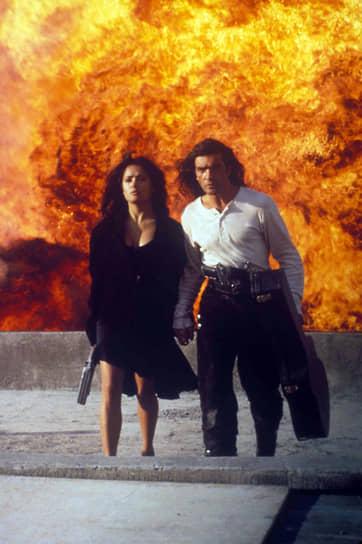 Еще большую популярность Бандерасу принесла роль Эль-Марьячи в боевике Роберта Родригеса «Отчаянный» (1995, кадр из фильма на фото), который стал продолжением фильма «Музыкант», снятого в 1991 году