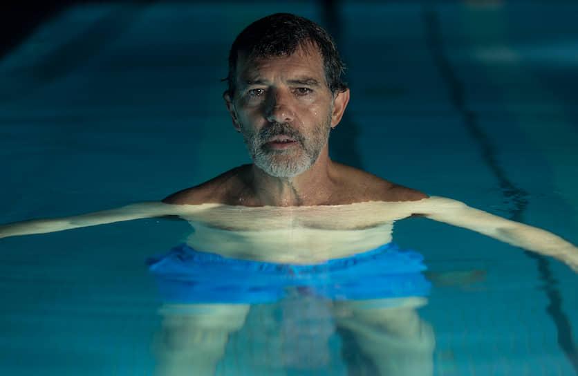В 2019 году за роль переживающего творческий кризис режиссера в фильме Педро Альмодовара «Боль и слава» Бандерас получил в Каннах приз за лучшую мужскую роль, а также был номинирован на «Оскар» и «Золотой глобус»