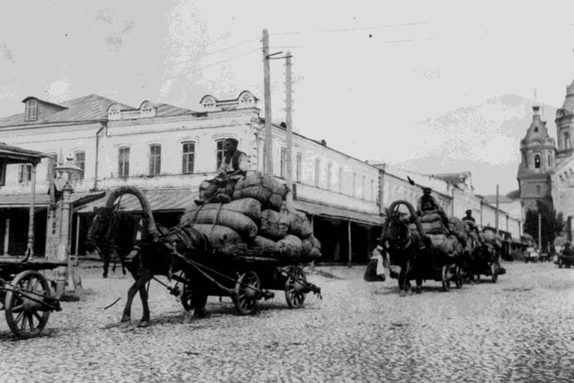 Благодаря переходу к НЭПу крестьяне получили возможность торговать частью продуктов на свободном рынке, разрешена была и торговля другими товарами народного потребления. Эти мероприятия помогли спасти горожан от голода, дали стимул к развитию производства уставшему от войны крестьянству