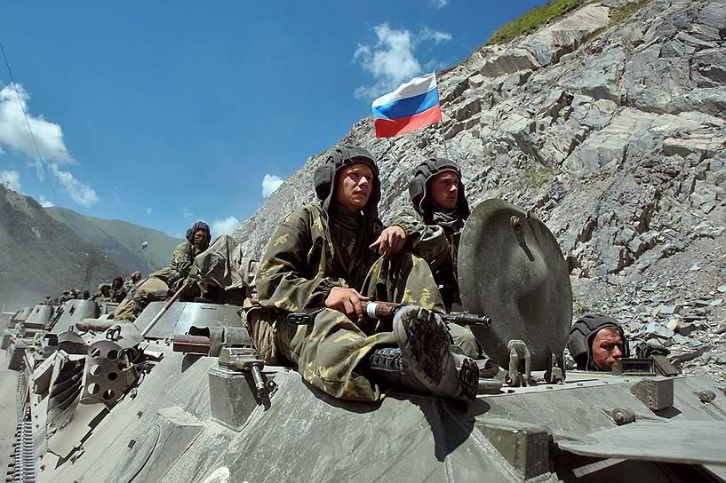Колонна военной техники 58-й армии России на Транскавказской магистрали