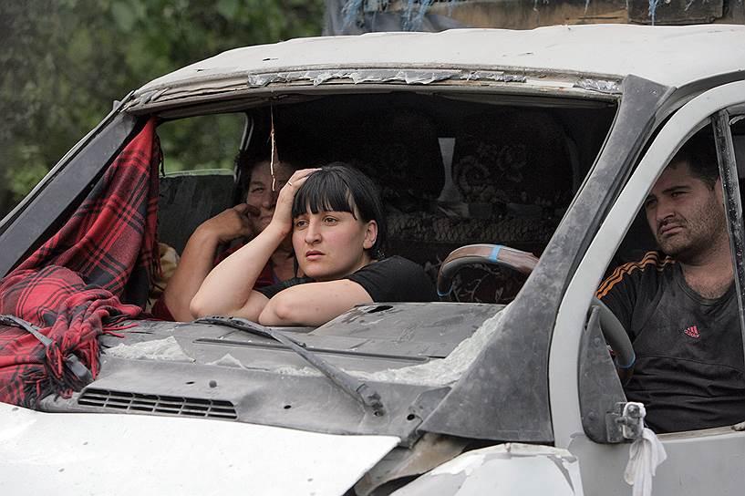 Эвакуация мирных жителей из города Цхинвал