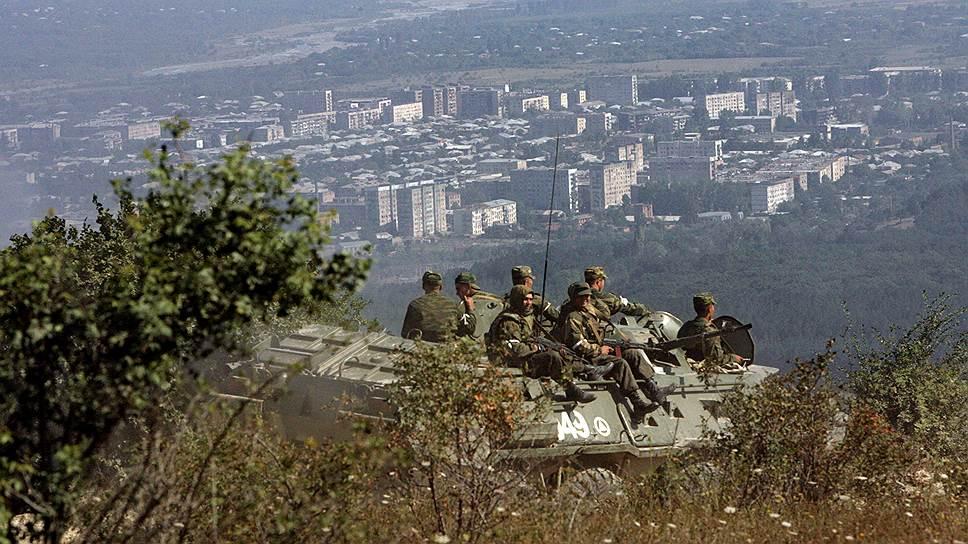 Солдаты миротворческих сил России в окрестностях города Цхинвал