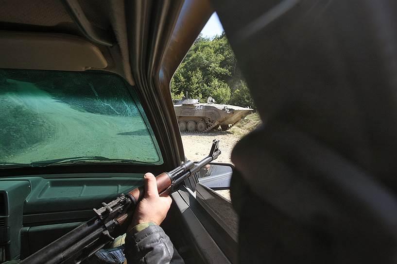 Патрулирование ополченцами Южной Осетии улиц города