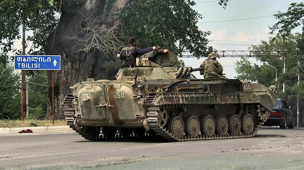 Военная техника грузинской армии на улицах Гори