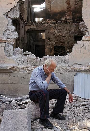 Житель одного из разрушенных домов в Цхинвале