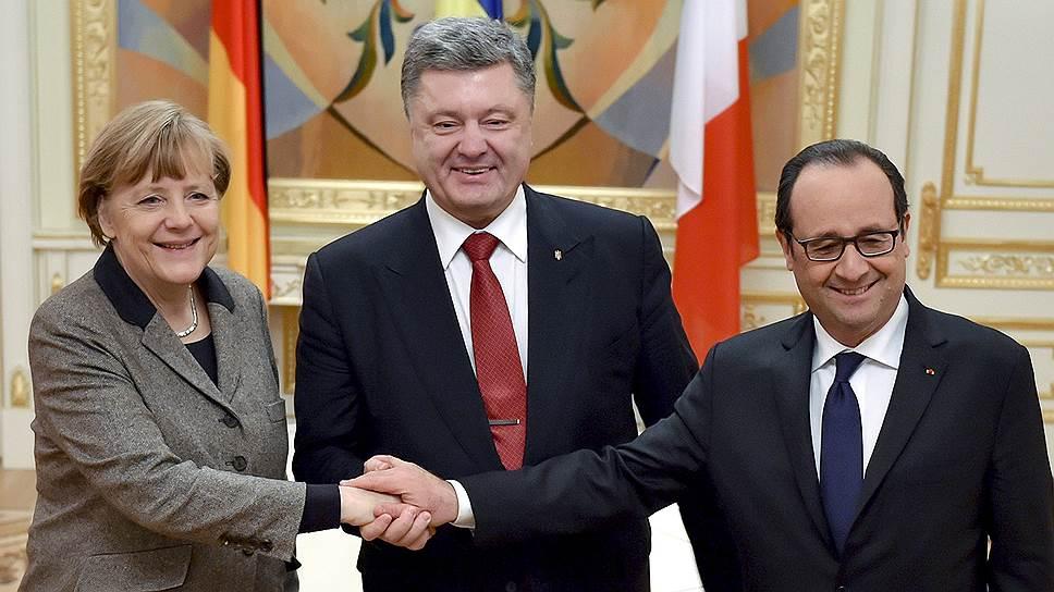 Слева направо: федеральный канцлер Германии Ангела Меркель, президент Украины Петр Порошенко и президент Франции Франсуа Оланд