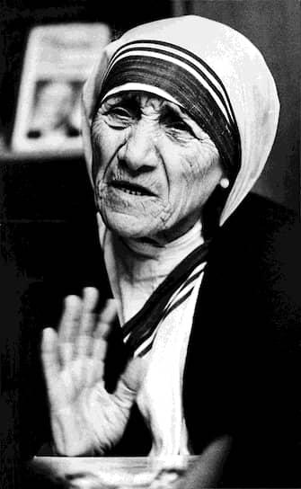 Мировая известность и уважение не изменили отношения матери Терезы к тому, что она считала своим долгом. Она сама открывала новые отделения и миссии своего ордена в разных странах мира, сама или по просьбе папы римского отправлялась в зоны катастроф и войн. Она посетила Ливан (палестинские лагеря беженцев), Советский Союз (Чернобыль и Спитак), Боснию и Герцеговину