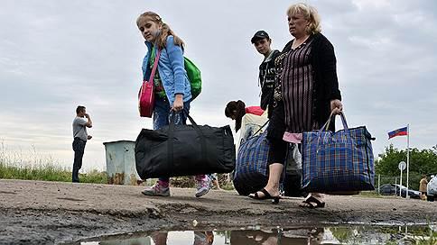 ФМС хочет выдавать гражданство беженцам с Украины быстрее  / Миграционная служба подготовила поправки в законодательство
