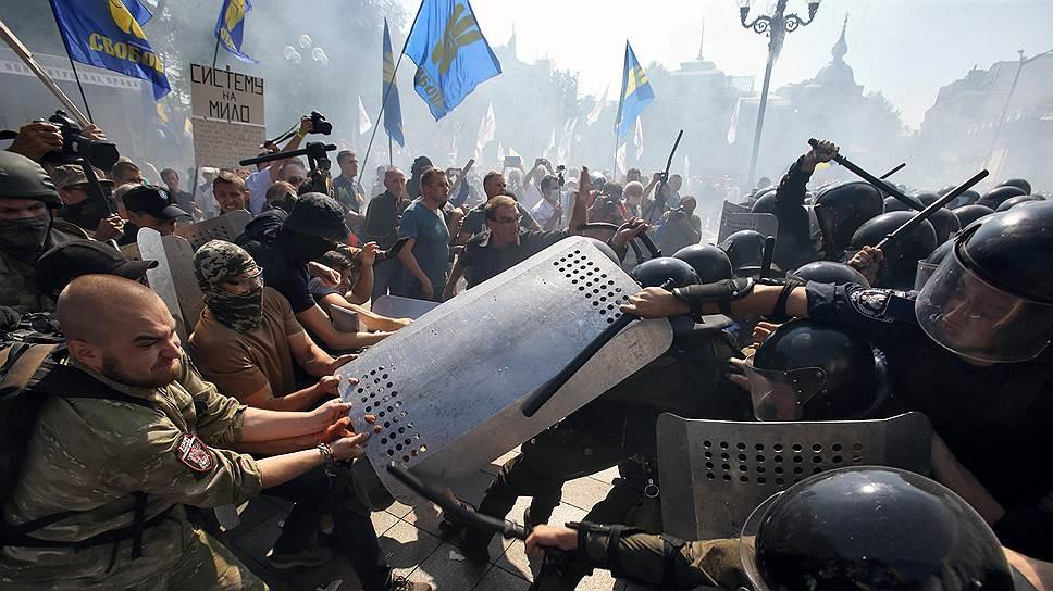 Битва за особый статус Донбасса докатилась до стен Верховной рады