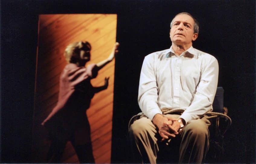 Валентин Гафт также прославился и на литературном поприще. Он известен как «мастер эпиграмм» на своих коллег по цеху. На его счету книги: «Стих и эпиграмма» (1989), «Я постепенно познаю» (1997), «Стихотворения, воспоминания, эпиграммы» (2000), «Тени на воде» (2001) и другие