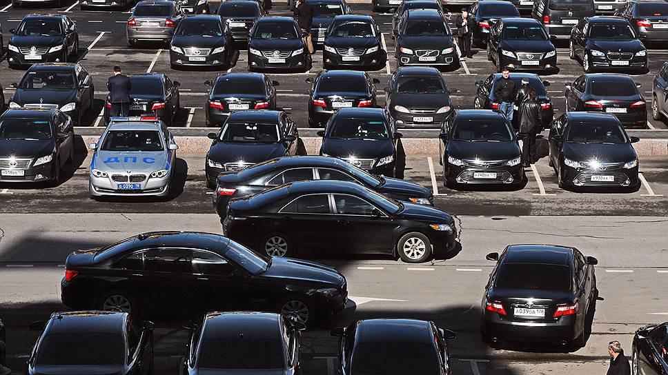 Как госслужащим запретили покупать автомобили дороже 2,5млн рублей
