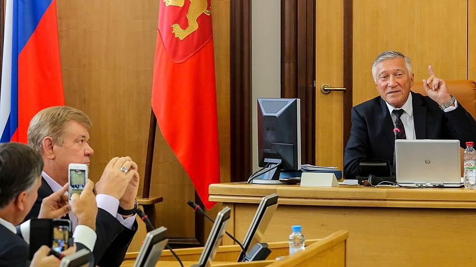 Председатель горсовета Красноярска Валерий Ревкуц (справа)