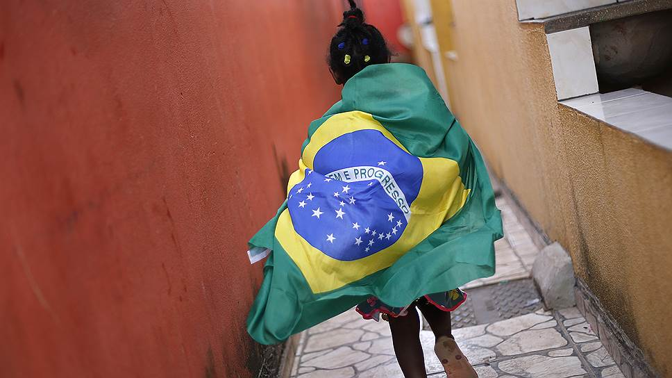 S&P снизило рейтинг Бразилии ниже инвестиционного
