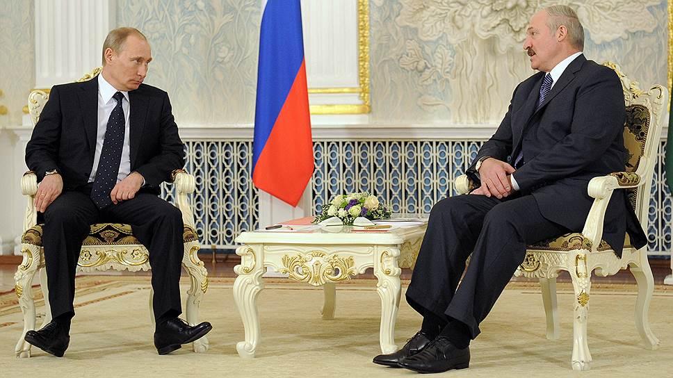 Президент России Владимир Путин (слева) и президент Белоруссии Александр Лукашенко