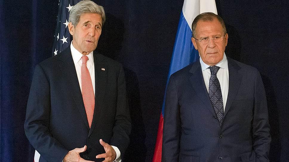 Госсекретарь США Джон Керри (слева) и министр иностранных дел России Сергей Лавров