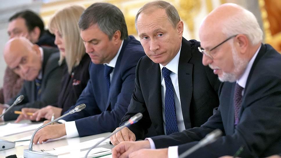 Владимир Путин перепишет закон об иностранных агентах